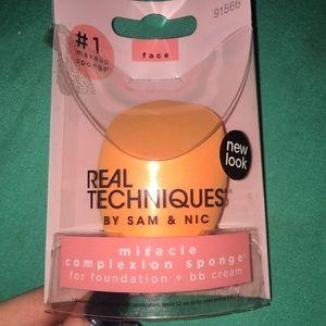 🍒 3 for $10 BN Real Techniques face sponge